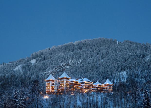 Das Alpina Gstaad am Abend
