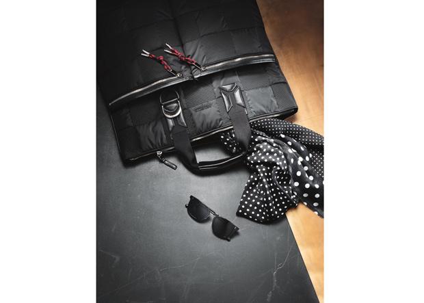 Aktentasche von Dior Homme, Kaschmirschal von Berg & Co, Sonnenbrille von Oliver Peoples