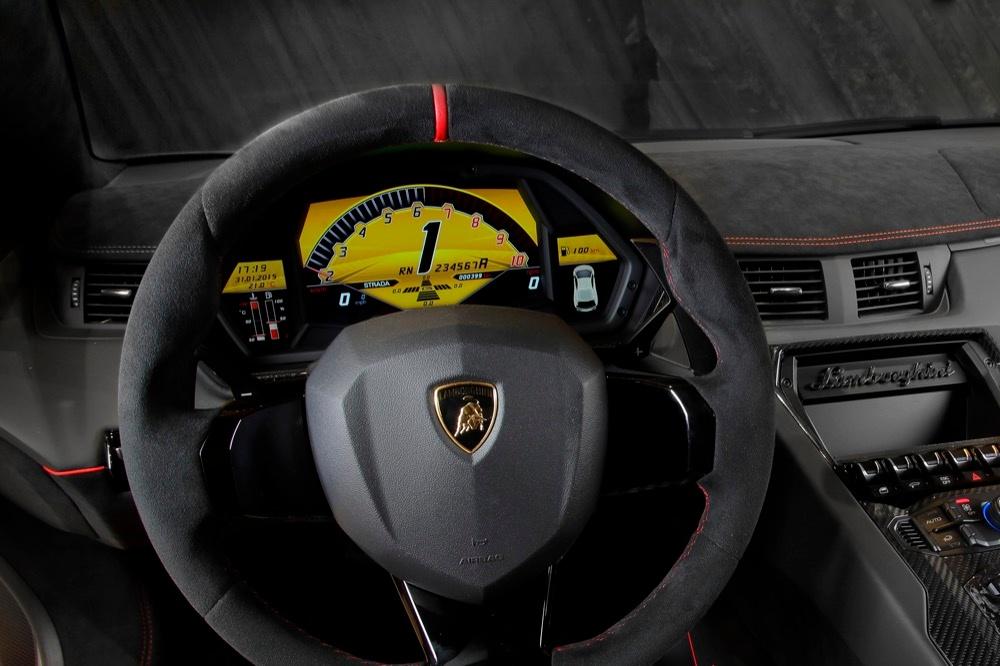 schwarzer Lamborghini Aventador