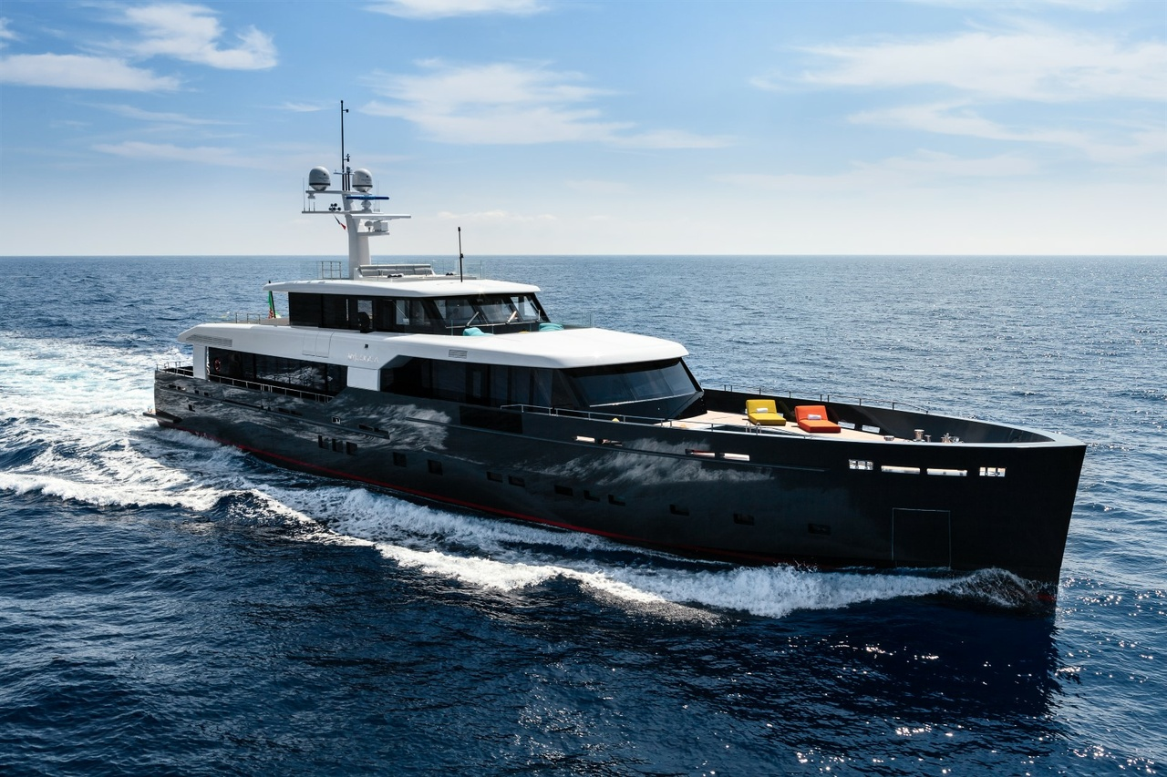 Logica 147, Motoryacht