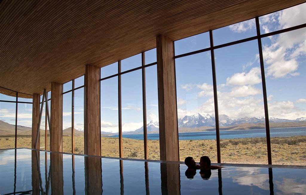 Tierra-Patagonia, Pool