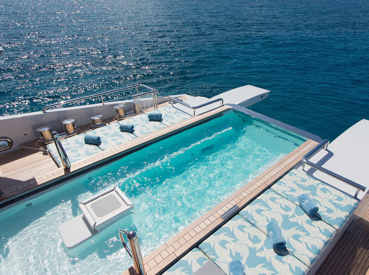 Ester-III, Pool
