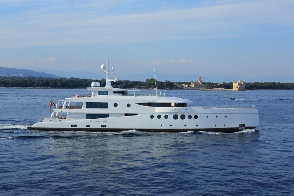 "Superyacht ""Madame Kate"""