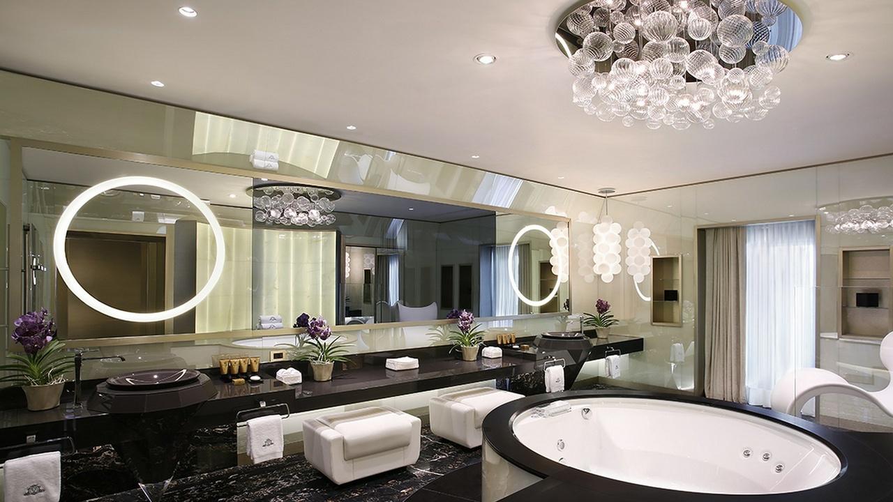 Badezimmer in der Katara-Suite